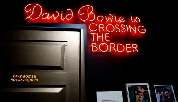 david-bowie-victoria-albert-museum-11-600x346