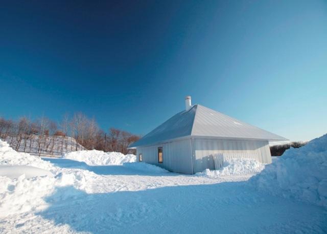 dezeen_Meme-Meadows-Experimental-House-by-Kengo-Kuma-and-Associates_ss4