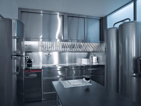 karl-lagerfeld-parisian-apartment-4-600x450