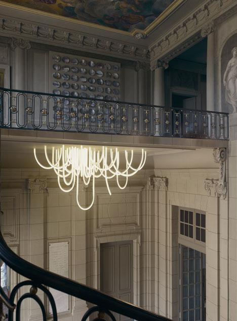 dezeen_Les-Cordes-chandelier-by-Mathieu-Lehanneur-for-Chateau-Borely_4