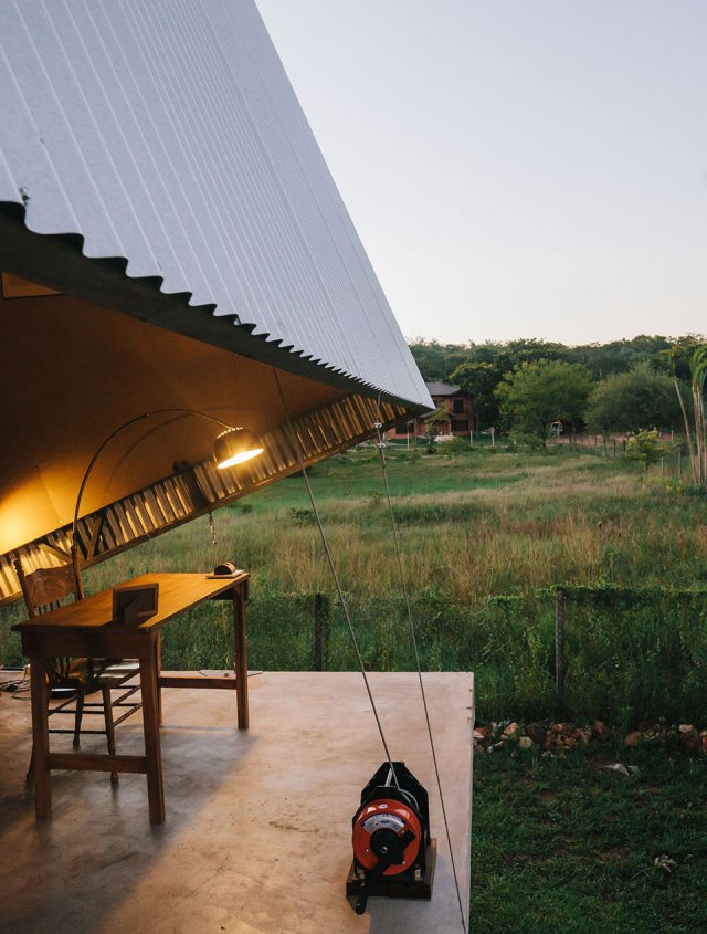The-Caja-Oscura-House-Paraguay-by-Javier-Corvalan-Yellowtrace-08