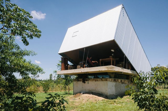 The-Caja-Oscura-House-Paraguay-by-Javier-Corvalan-Yellowtrace-12