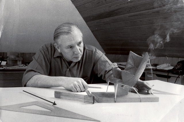 Hans-Wegner-and-papa-bear-prototype
