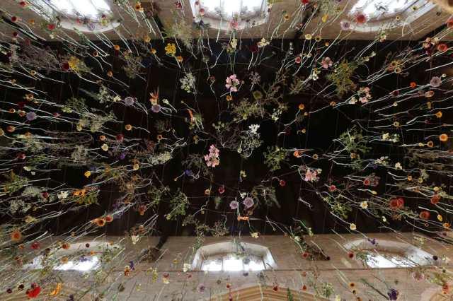 Floral Instalação Rebecca Louise Law